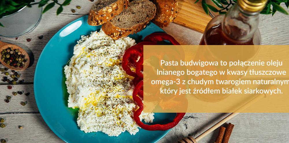 Pasta budwigowa to połączenie oleju lnianego bogatego w kwasy tłuszczowe omega-3 z chudym twarogiem naturalnym, który jest źródłem białek siarkowych.